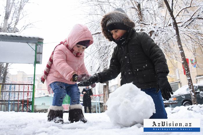Snow blankets Azerbaijani capital –   VIDEO