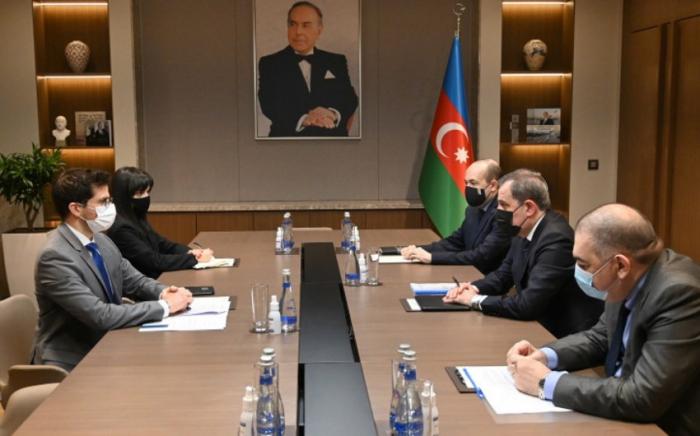 Aserbaidschanischer Außenminister empfängt den israelischen Gesandten