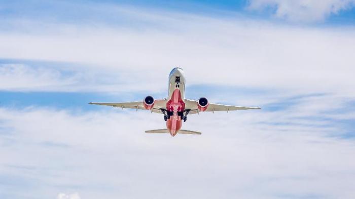 Frachtflieger muss in Moskau notlanden