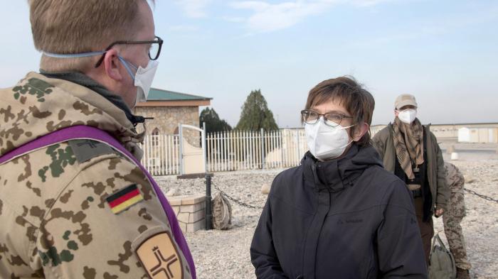 Kramp-Karrenbauer zu Überraschungsbesuch bei deutschen Soldaten in Afghanistan