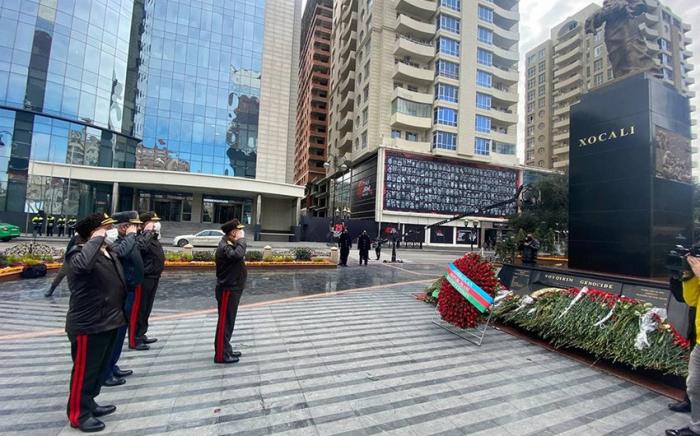 Le ministre de la Défense a visité le monument érigé à la mémoire des victimes de la tragédie de Khodjaly
