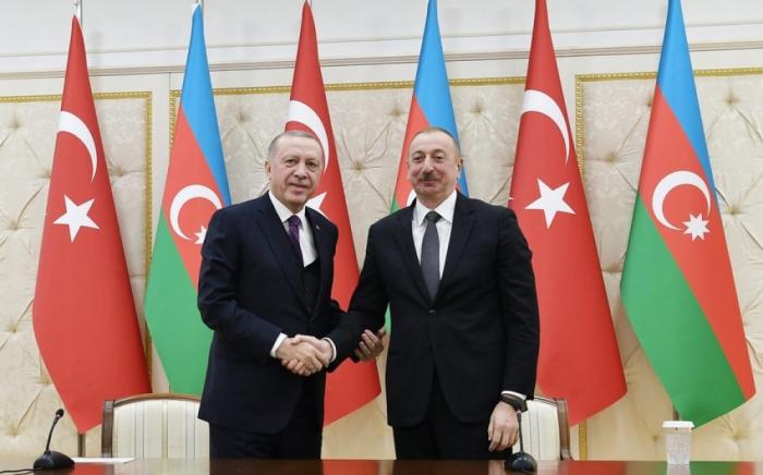 Ilham Aliyev llama a Erdogan por teléfono
