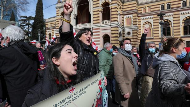 Des milliers de manifestants en Géorgie après l