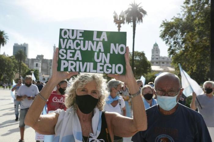 Argentine:plusieurs milliers de personnes ont manifesté pour protester contre les «vaccinations VIP»