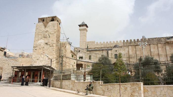 فلسطين: إسرائيل تمنع رفع الأذان ودخول المصلين للأقصى وهذه دعوة لحرب دينية