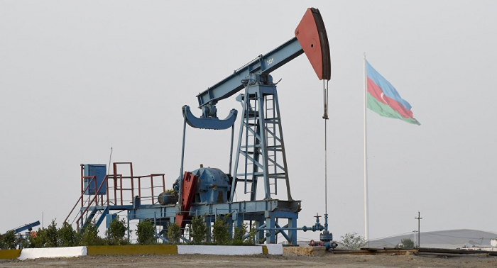 Azerbaijani oil price falls on world markets