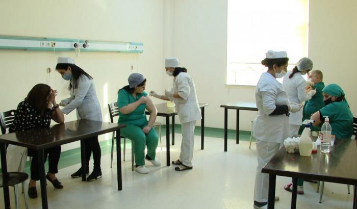 Naxçıvanda tibb işçilərinin ikinci doza vaksinasiyası keçirilir -    FOTO