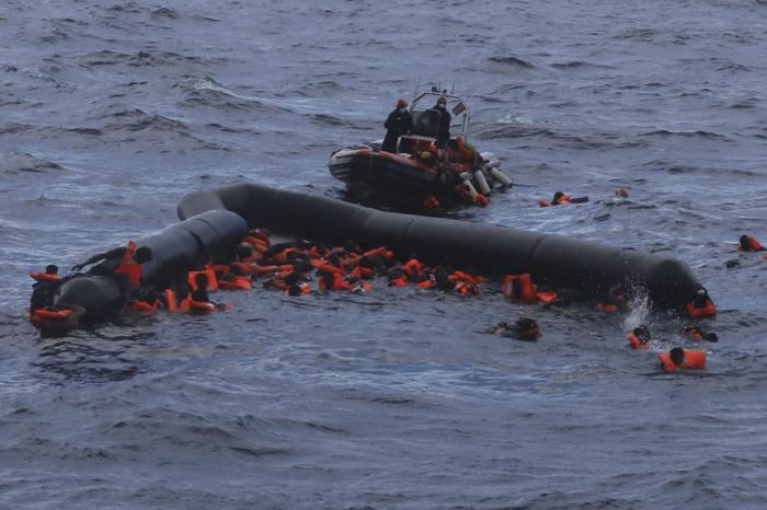 Plus de 40 personnes portées disparues après un naufrage enMéditerranée