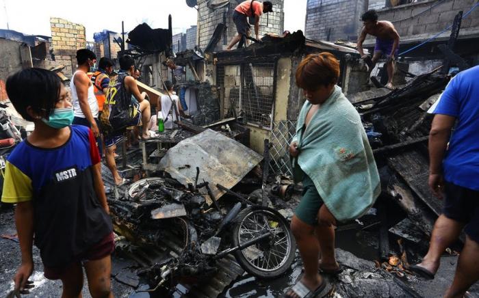 Filippində dörd uşaq yanaraq öldü
