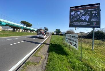 Colocan pancartas alusivas al genocidio de Joyalí en Nápoles y Florencia