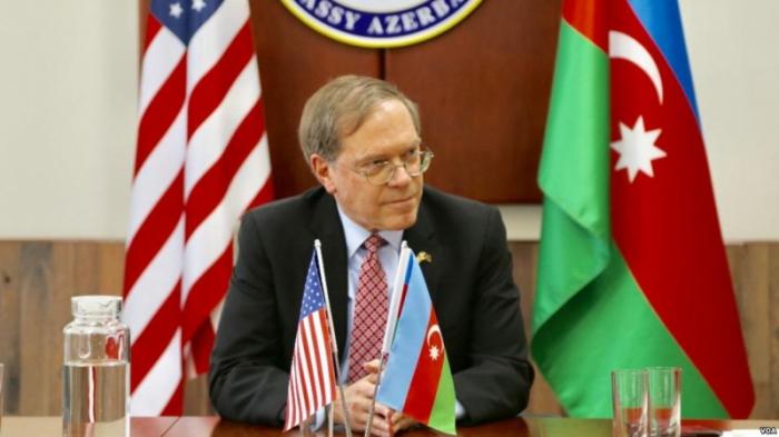 """السفير الأمريكي:   """"نحيي ذكرى كل من فقدوا أرواحهم في خوجالي"""""""