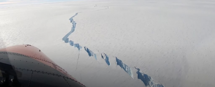 Mega iceberg about the size of Los Angeles just broke off from an Antarctic ice shelf