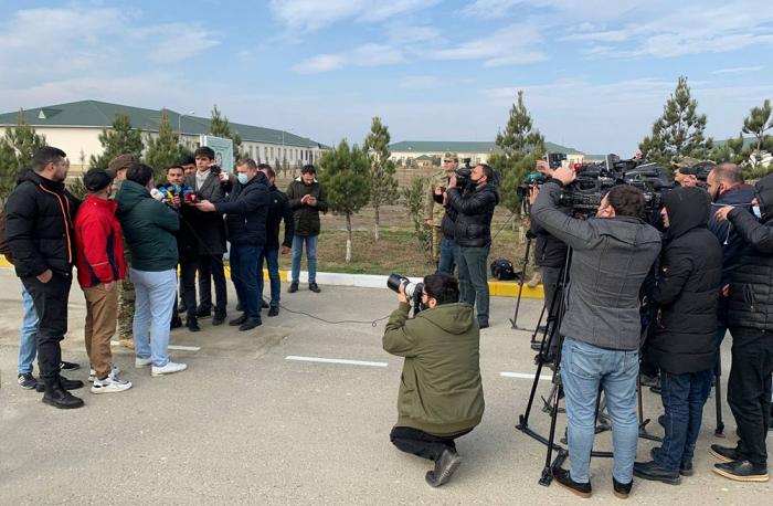 Jurnalistlər artilleriya qurğuları ilə tanış oldular