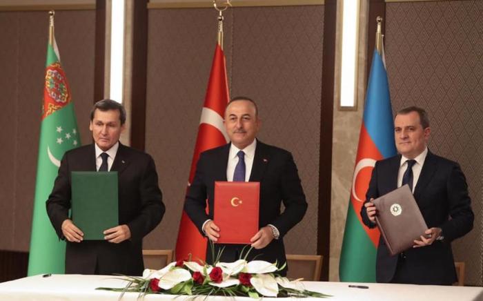 FMs of Azerbaijan, Turkey, Turkmenistan sign trilateral joint statement