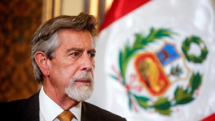 Peru prezidenti canlı yayımda peyvənd vurdurdu
