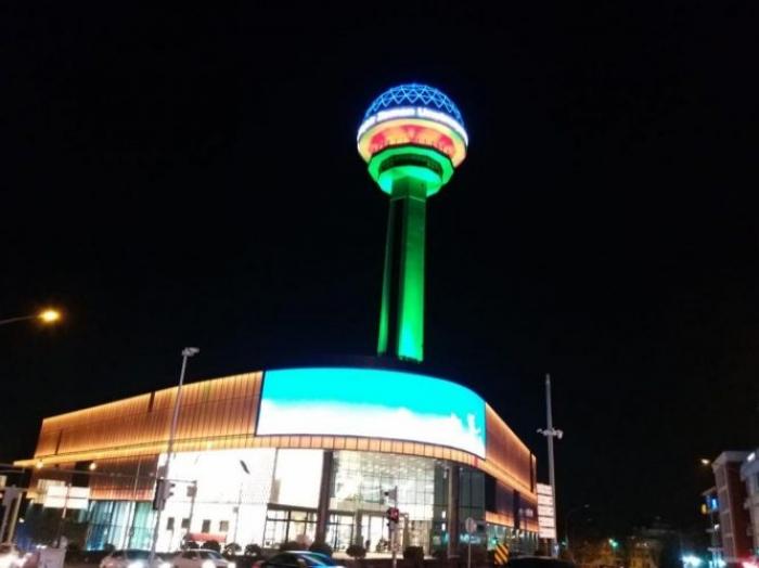 إضائة برج أتاكوله بالعلم الأذربيجاني