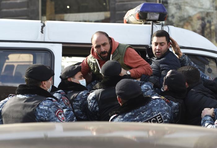 Ermənistanda aksiya iştirakçıları saxlanıldı