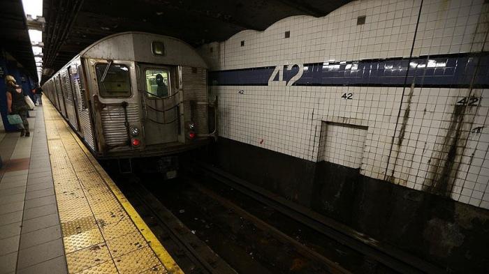 ABŞ-da metroya hücum edilib:  Ölən və yaralılar var