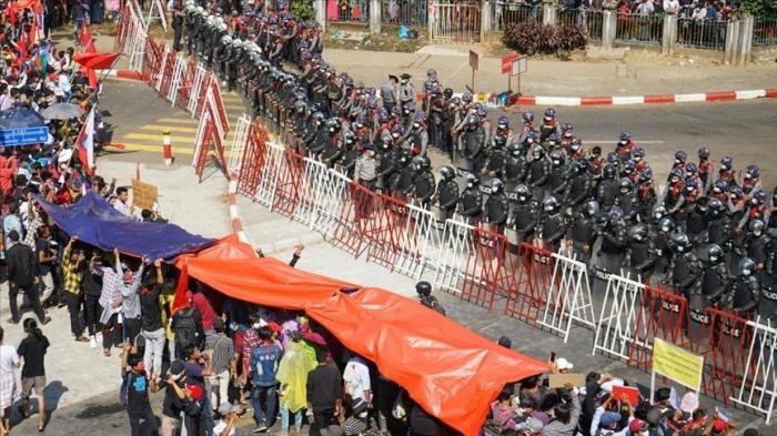 Des protestations contre le coup d