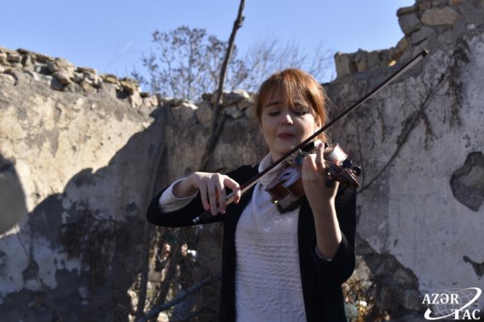 Cəbrayılda dağıntılar arasında ilk dəfə musiqi səsləndirildi -    FOTO