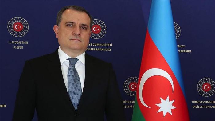 """""""Estamos comprometidos con establecer un futuro mejor"""" -  Jeyhun Bayramov"""