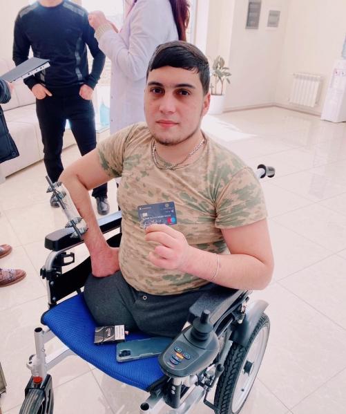 Qazi Camal Alxasova təqaüd kartı təqdim edilib