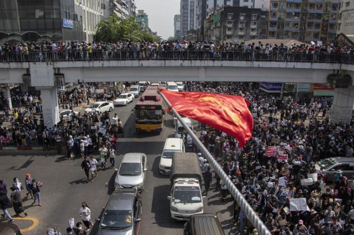 Pese a la violenta represión del ejército, los manifestantes volvieron a salir a la calle en Myanmar