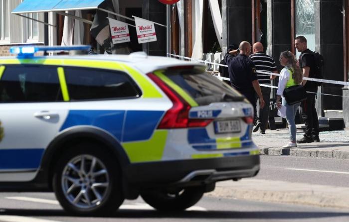İsveçdə insanlara bıçaqla hücum edildi -   Yaralılar var