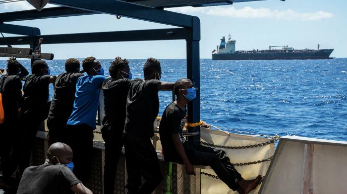 Wegen Übernahme von 27 Bootsmigranten:     Italien nimmt Ermittlungen auf