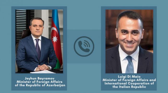 Los ministros de Relaciones Exteriores de Azerbaiyán e Italia discuten la declaración de Karabaj