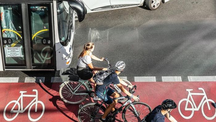 Fahrrad und Auto statt Bus und Bahn: Deutsche verschieben Prioritäten – Studie