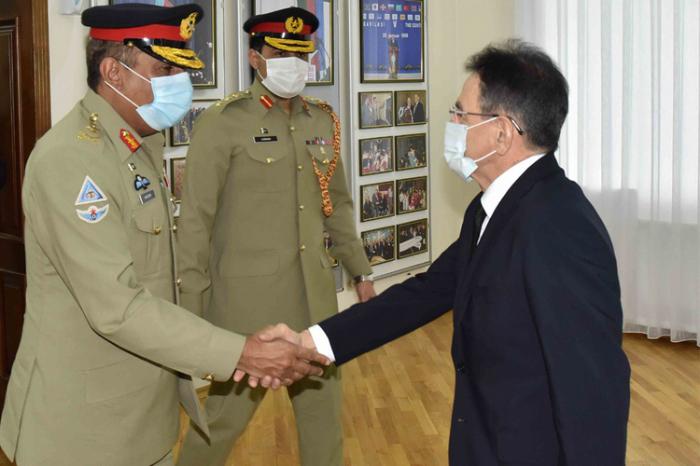 مادات جولييف يلتقي رئيس الأركان العامة الباكستانية