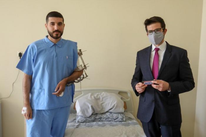 Embajador israelí en Azerbaiyán visita la institución médica donde los veteranos reciben tratamiento