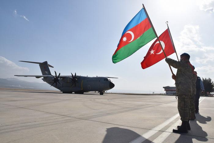 Los militares azerbaiyanos participan en los entrenamientos en Turquía-  FOTO