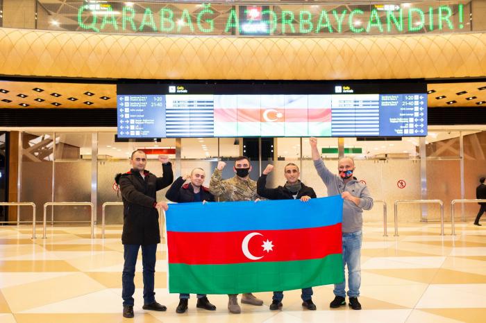 Cuatro veteranos azerbaiyanos enviados a Turquía se recuperan y regresan a casa-Foto