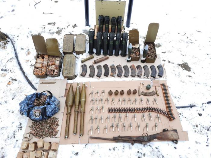 Se encuentran armas y municiones dejadas por los armenios en Shushá