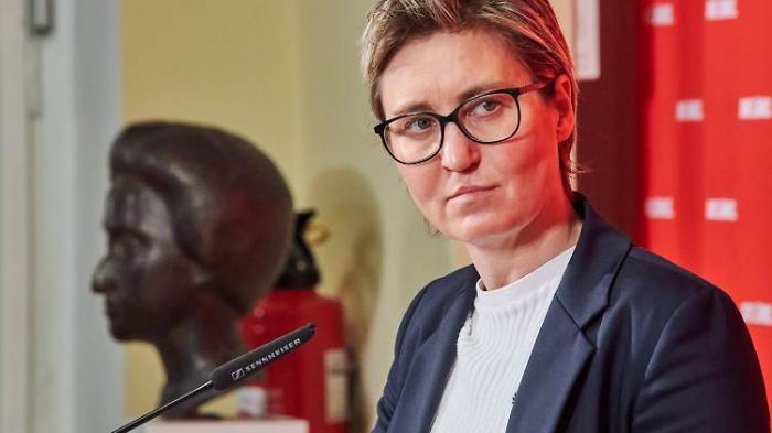 Neue Linken-Chefin Hennig-Wellsow blamiert sich