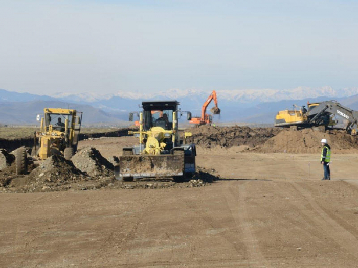 Los diplomáticos se familiarizaron con la construcción del aeropuerto de Fuzuli