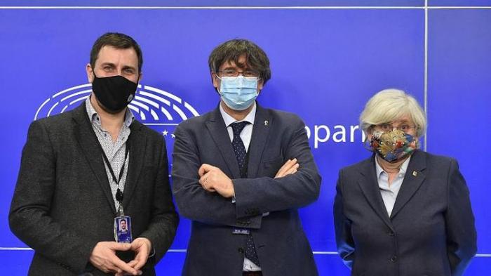 European Parliament votes to strip Carles Puigdemont of immunity