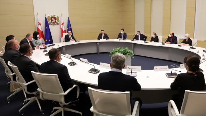 Gürcüstanın Baş naziri azərbaycanlılarla görüşdü