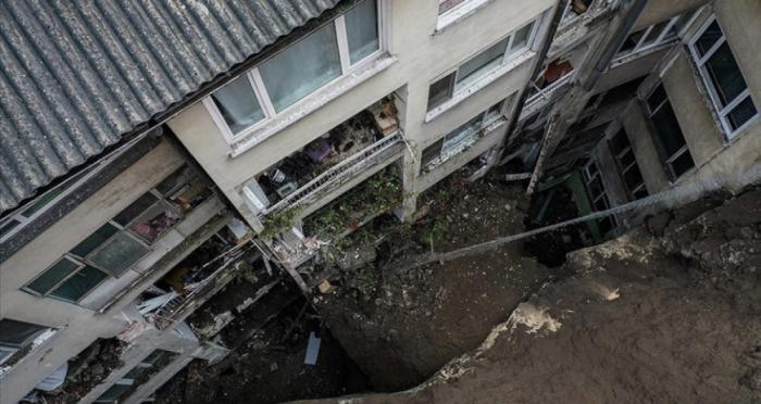 Türkiyədə torpaq sürüşməsi:    7 bina boşaldıldı