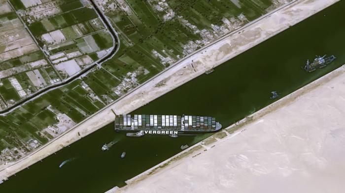321 gəmi Süveyş kanalında növbə gözləyir