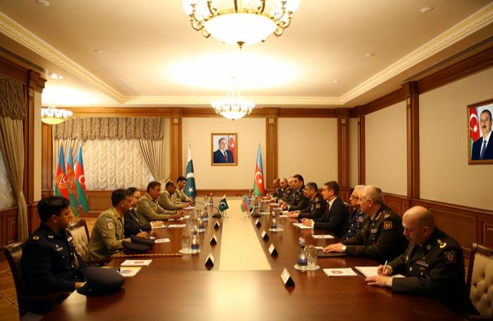 بحث التعاون العسكري بين أذربيجان وباكستان - فيديو + صور