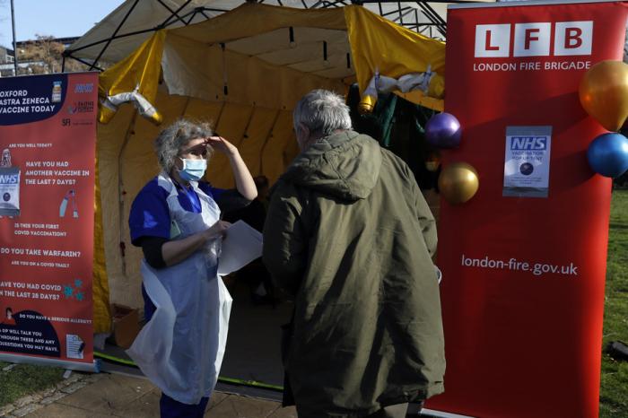 Pandémie: Vaccination de plus de 20 millions de personnes au Royaume-Uni,l'UE attend Johnson & Johnson