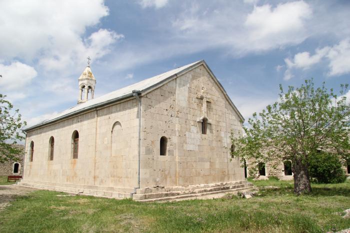 Des Arméniensont visité le monastère d