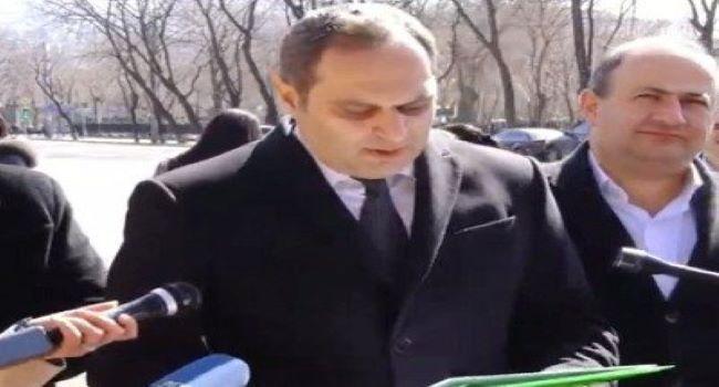 Ermənistanda vəkillər etiraz aksiyası keçirir