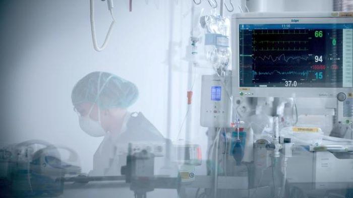 Almaniyada bir gündə 300 nəfər virusdan öldü
