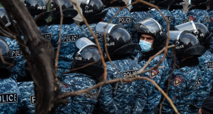 Polis Saqatelyanın qohumlarını saxlayıb