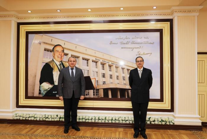 Se analizan las perspectivas de cooperación entre la Universidad Estatal de Bakú y las instituciones de enseñanza superior de Pakistán