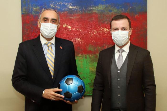 Se discutieron las relaciones bilaterales entre Azerbaiyán y Marruecos en el campo del fútbol